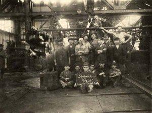 Arbeiter (Stabeisenwalzer) der Eisenhütte Holstein in Schacht-Audorf