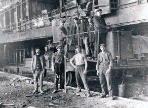 Arbeiter der Eisenhütte Holstein