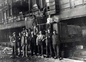 Arbeiter  der Eisenhütte Holstein 1900-1926