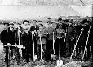 Bau des Sportplatzes 1933