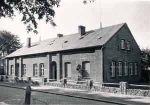 Altes Schulgebäude von 1892 an der Dorfstrasse