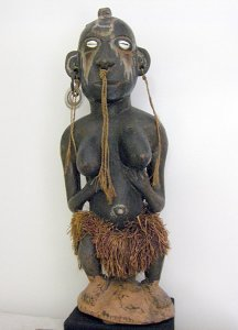 Holz-Frauenfigur