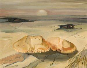 Strandbild mit zwei gelben Meerestiergehäusen
