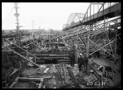 Ķeguma spēkstacijas aizsprosta pamatu būvdarbi. 1937.gada 21.oktobris