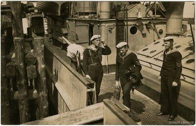 Latvijas kara flotes jūrnieki uz kara kuģa
