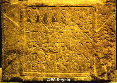 Grabinschrift auf Stele