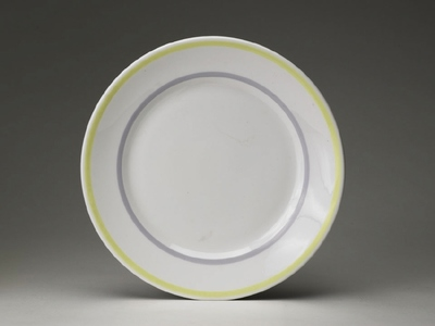 Tallrik med gult och grått band