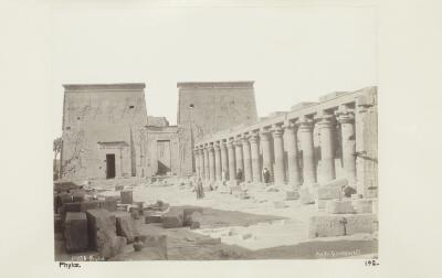 Fotografin. Från ön File (Philae) utanför Assuan. Egypten.