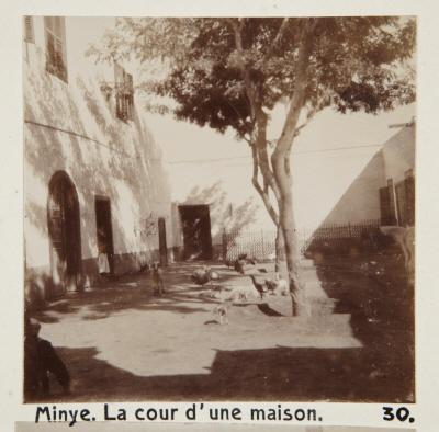 Fotografi. Gården till ett hus i Minya, Egypten.