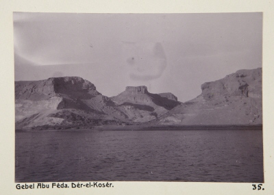 Fotografi. Gebel Abu Foda (Gebel Abu Fêda), Egypten. Dêr-el-Kosêr.
