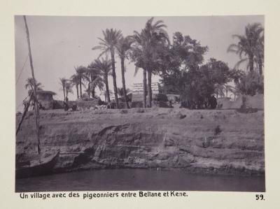 Fotografi. En by med duvslag mellan Beliane (El-Balyana?) och Qena, Egypten.