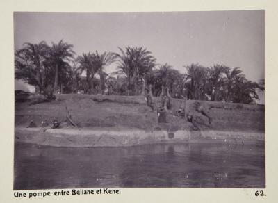Fotografi. En pump mellan Beliane (El-Balyana?) och Qena, Egypten.