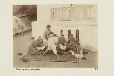 Fotografi. Sabeldans i Aïssaoua, Algeriet.