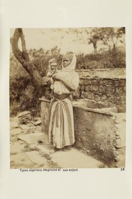 Fotografi. Kvinna med barn. Algeriet.