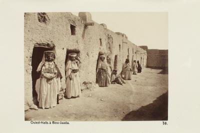 Fotografi. Ouled-Naïls-kvinnor i Bou-Saada, Algeriet.