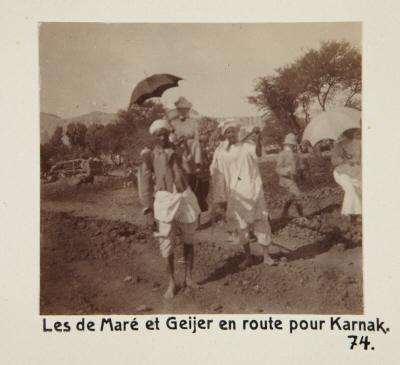 Fotografi. de Marés och von Geijers på väg mot Karnak, Egypten.