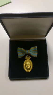 Carl XVI Gustafs jubileumsminnestecken II (i dammontering) med anledning av 40 år på Sveriges tron, 2013