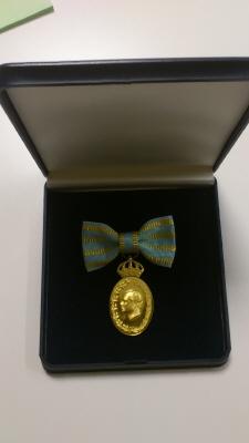 Etui till Carl XVI Gustafs jubileumsminnestecken II (i dammontering) med anledning av 40 år på Sveriges tron, 2013