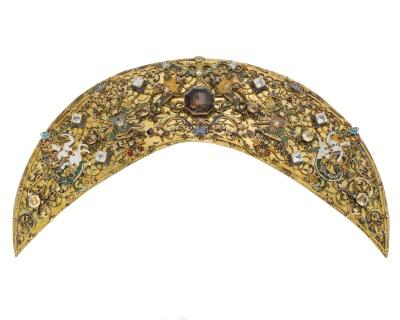 Sadelbeslag, bakbomsplåt, Ruprecht Miller, Stockholm ca 1618. Beställda av Karl IX, men inlämnade till skattkammaren först 1631 av Millers änka.