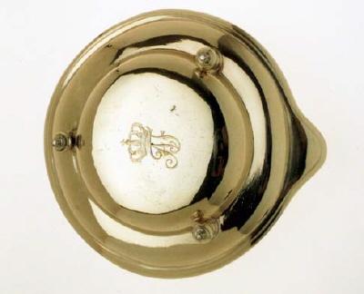 Tallrik - lock till kastrull, tillhörande Adolf Fredriks resekök(16-23).