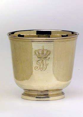 Bägare, tillhörande Adolf Fredriks resekök (nr 16-23).