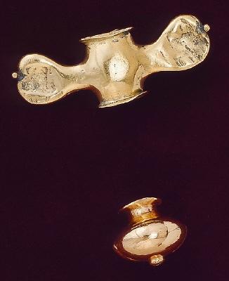 Värjknapp av guld från värja, tillhörande Karl X Gustavs begravningsregalier (nr 47-53).