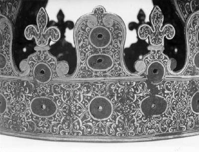 Krona av stål.