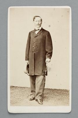 Fotografiporträtt på Theodor von Hallwyl.