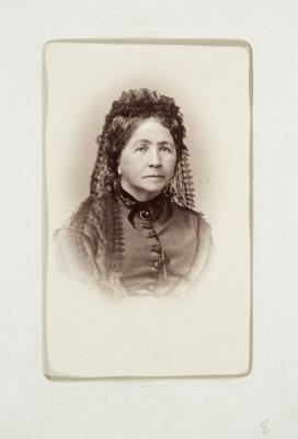 Fotografiporträtt på Margarethe Cecilie von Hallwyl. Walther von Hallwyls mor.