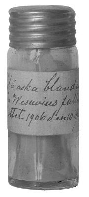 Aska från Vesuvius, i glasburk med skruvkapsel