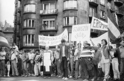 Fotó a Bős-nagymarosi vízlépcső elleni tüntetésről