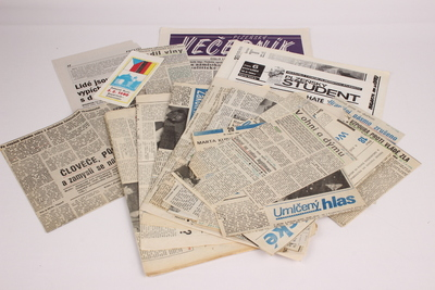Soubor tiskovin z událostí v Plzni roku 1989 a 1953