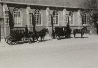 De schouwlandauers van Schieland bij de kerk van Capelle aan den IJssel, 29 april 1938