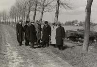 Het schouwgezelschap van Schieland op de Groenedijk bij Klein Hitland, tegenover Ouderkerk, 29 april 1938