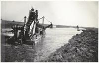 Aanleg van de spoorlijn Rotterdam-Gouda door de polder Prins Alexander, 1947