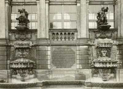 Omnia Zwinger Langgalerie Zwei Wandbrunnen 1957 Langgalerie