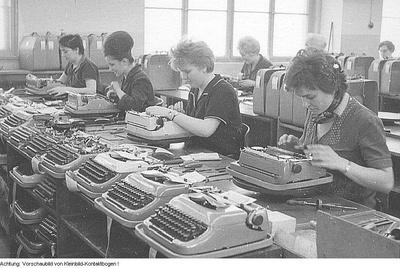 Dresden, u.a. VEB Schreibmaschinenwerk Dresden, Neubau, Mitarbeiter, Produktion, Produkte, Wandzeitung, Fleischer, Soldaten, etc., September 1960 - November 1964