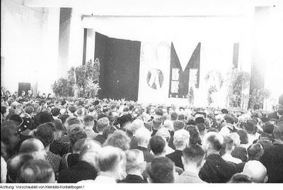 Dresden, Gedenktag der Vereinigung der Verfolgten des Naziregimes (VVN), Kranzniederlegung am Ehrenhain der Opfer des Faschismus, 13./14. September 1947