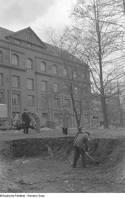 Aufnahmen zu einer Reportage über die sogenannte Brachlandaktion (anlässlich der sogenannten Brachlandverordnung des Berliner Magistrats vom 15. Oktober 1945)