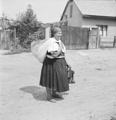 Asszony batyuval