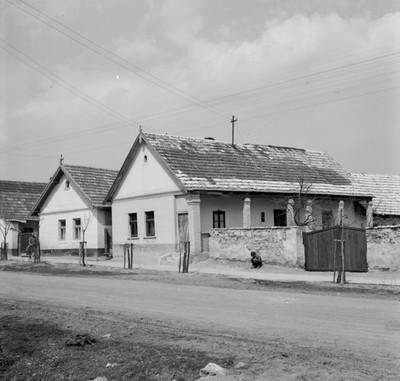 Lakóházak
