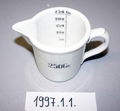 Mérőedény porcelán