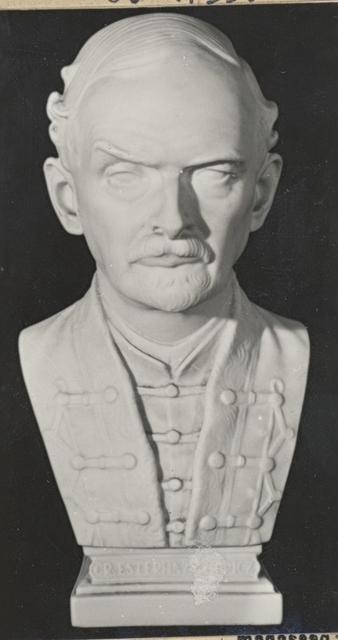 Esterházy Móric mellszobra