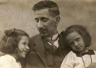 Weltner Jakab újságíró lányaival
