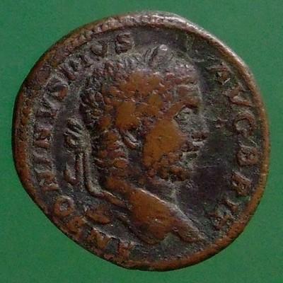 Septimius Severus (193-211), Antoninus III. (Caracalla) (197-217) und Geta (209-211) (Gemeinherrschaft); Rom; 211; Sesterz; RIC 479a