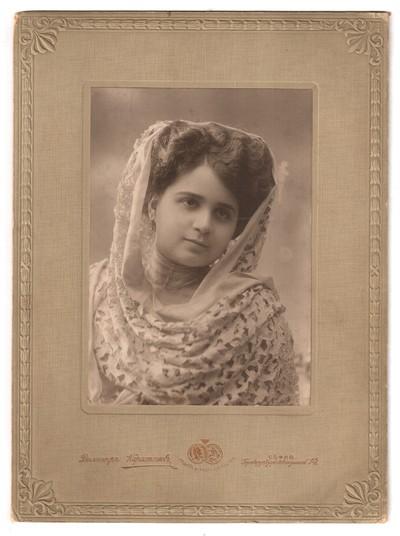 Engagement portrait of Nevyanka Todorova