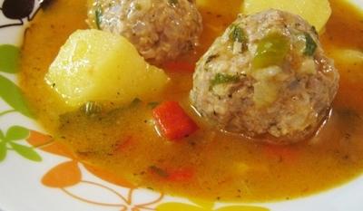 Кюфтета с картофи и сос