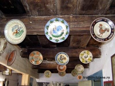 Interior gospodărie - ceramică tradiţională