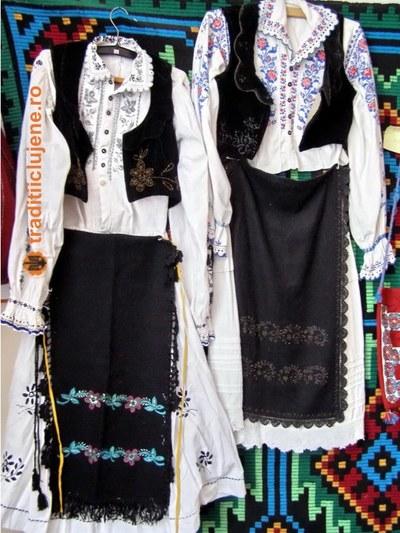 Costume populare femeieşti din satul Tritenii de Jos
