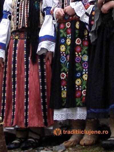 Costume populare femeieşti din satul Răchiţele